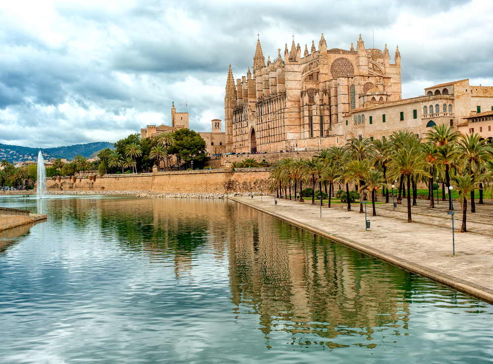 Palma Cathedral Cruise Tour in Palma de Mallorca, Spain