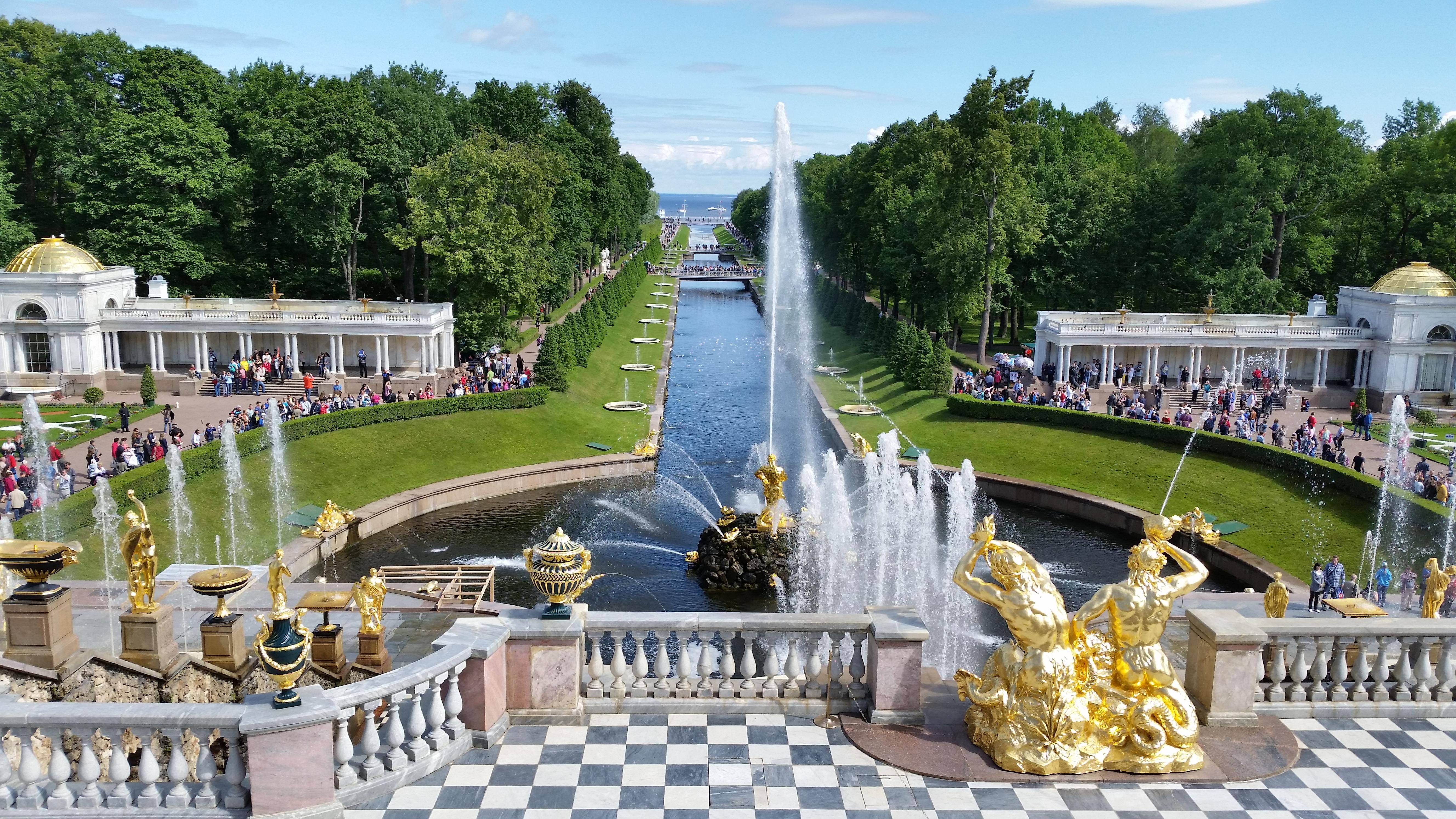 https://blog.shoreexcursionsgroup.com/wp-content/uploads/2014/08/Peterhof-Palace-Grand-Cascade.jpg